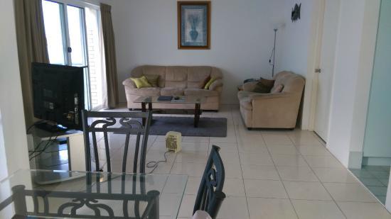 تريبكوني كوايز: Living room was nice enough and comfortable