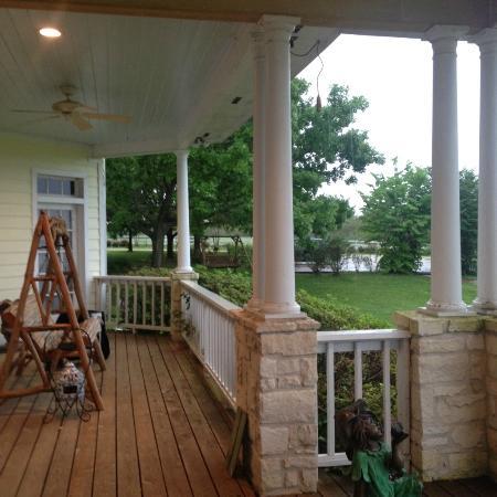 Lillian Farms Country Estate: Front porch.