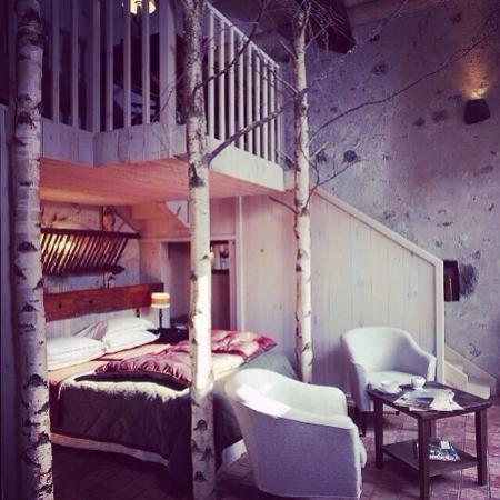 Saint-Arcons-d Allier, Frankrike: Le lit dans la Chambre Blanche