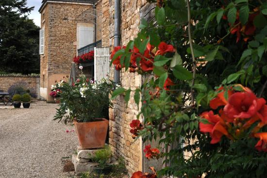 Jugy, France: vue de l'entrée