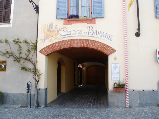 Barolo, Italy: Main Entrance