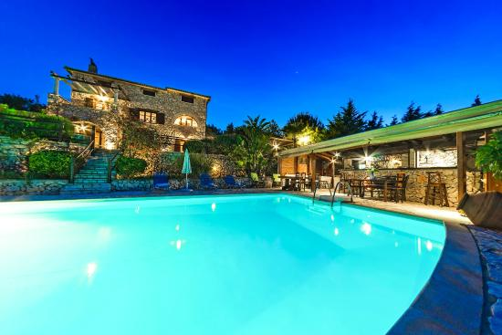 Villa Poseidon: Swimming pool by night