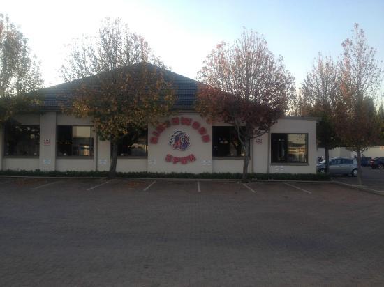 Birchwood Hotel: Restaurante ao lado
