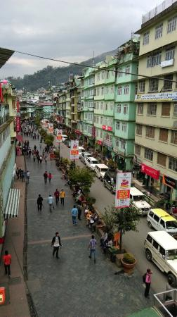 Hotel Donkheala : View of M G Marg from Hotel