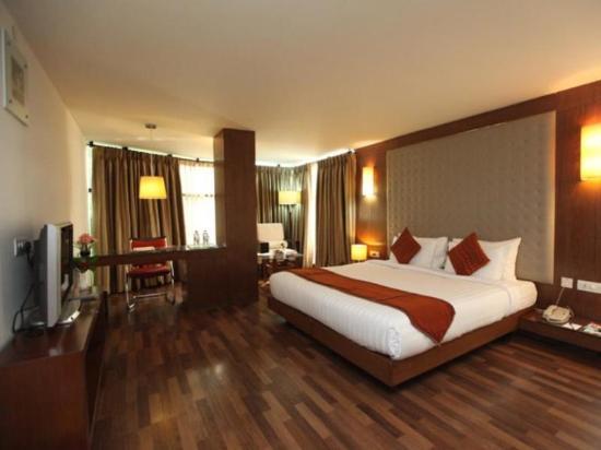 The Monarch Luxur: Suite