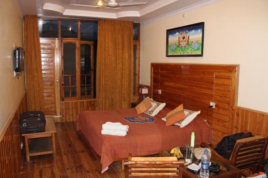 8 Auspicious Him View Hotel Golden Fish Room B