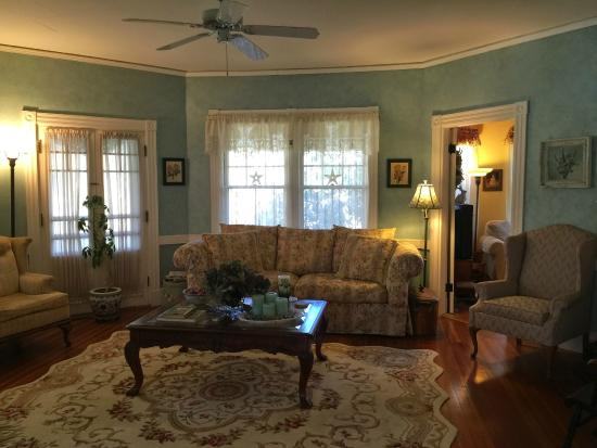 Inn at Tanglewood Hall: Relaxing Day Rooms