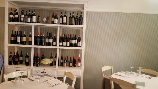 Credenza Per Ristorante : Sala ristorante credenza dei vini foto di il labirinto del gusto