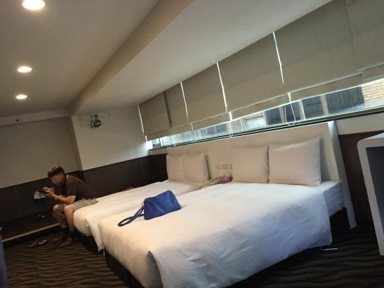 ECFA Hotel Kunming : family room with 2 double beds. taken from sofa.