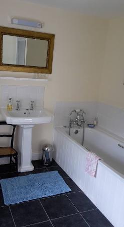 Alltybrain Farm Cottages: Bathroom