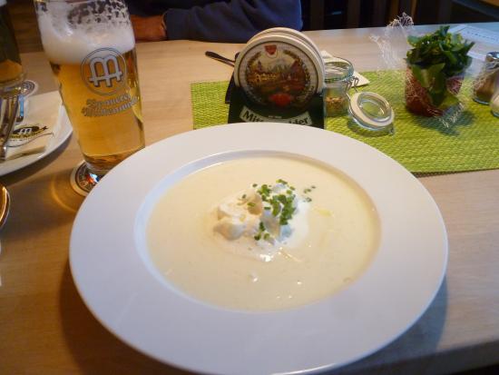 Postkeller: cream of asparagus soup