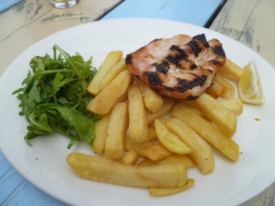 Boathouse: Chicken breast and chips