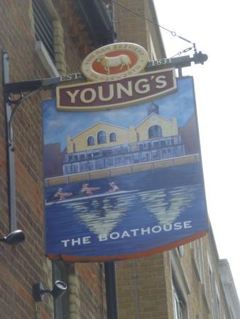 Boathouse: restaurant exterior