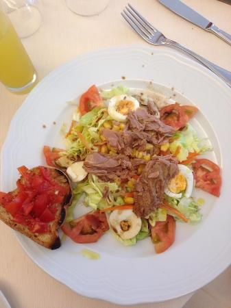 Hotel Europa: Nicoise salad for lunch