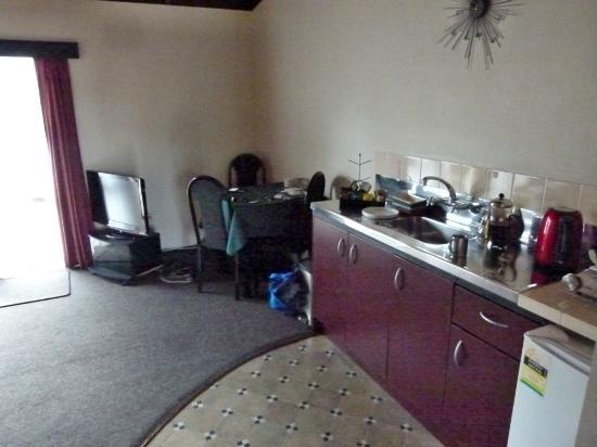 Grange Motor Lodge: Kitchen dining (1 bedroom unit)