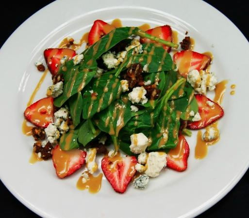 Lugano Ristorante: Strawberry spinach salad with candied walnuts