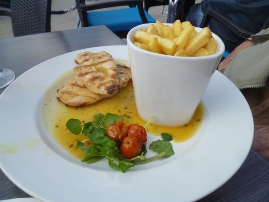 The Slug and Lettuce: chicken breast and chips