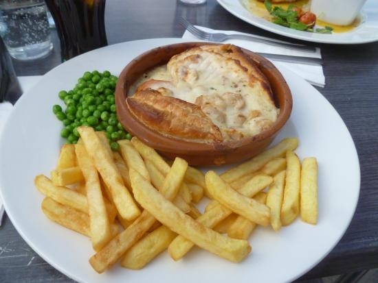 The Slug and Lettuce: beef pie and chips