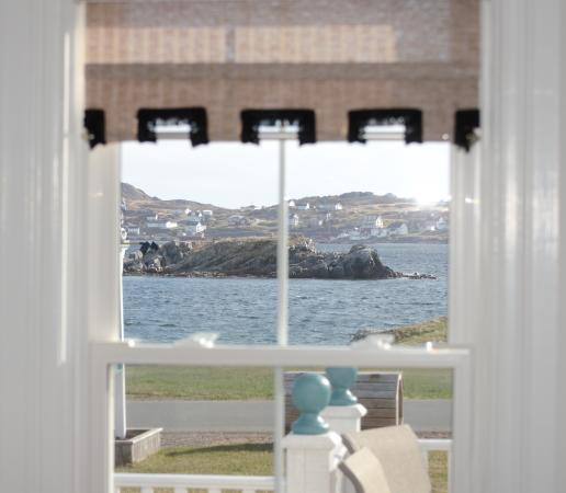 Captain's Legacy B & B : Harbour from living room