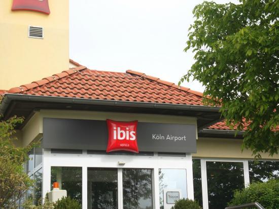 Ibis Koeln Airport: fachada