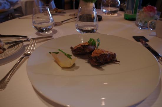 La Ferme Saint Siméon Restaurant - Relais et Châteaux : le pigeon en croute de dragée