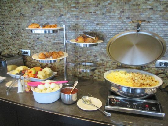 Sheraton Kansas City Hotel at Crown Center: Club Lounge breakfast