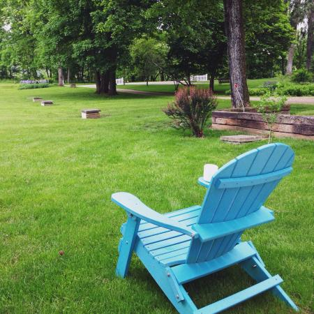 White Oak Inn Bed and Breakfast: DON'T MISS THIS! Fabulous food and fabulous grounds.