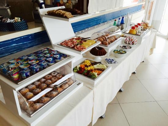 Colazione continentale a buffet picture of hotel corallo - Hotel corallo santa maria al bagno ...