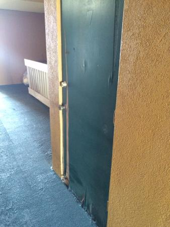 Econo Lodge: poor maintenance of building