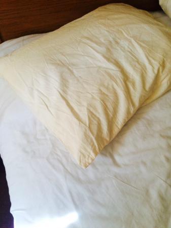 Hospitality Suite Resort: benutzte Bettwäsche des Vormieters