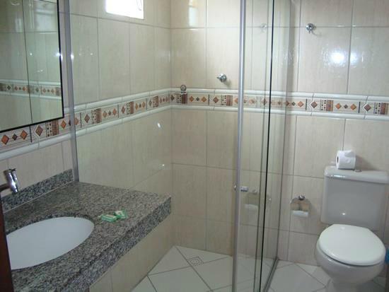 Hotel Tubarao: Banheiro