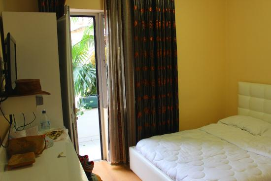 Europa Hotel: Our Room - Small but immaculate