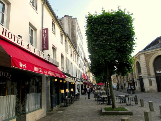 Hotel du Cheval Rouge : There are quite a few good restaurants in the neighborhood. The market is on the right.