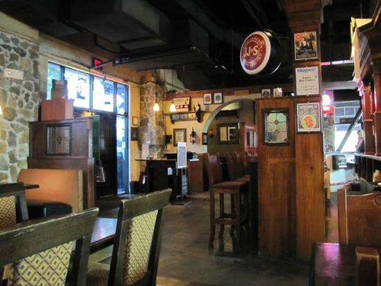 Fionn MacCool's Irish Restaurant and Pub: Restaurant Seating 2