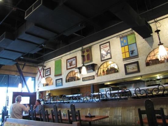 Fionn MacCool's Irish Restaurant and Pub: Bar location