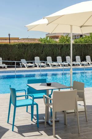 Blue Sea La Pinta: Pool and pool bar area