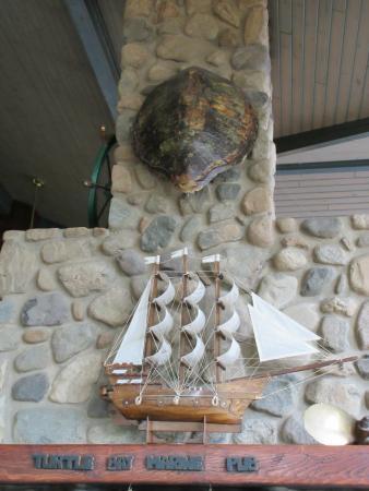 Turtle Bay Pub: Interior decor