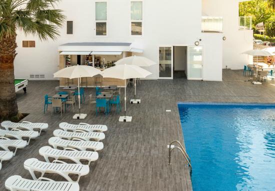Blue Sea La Pinta: Pool and pool bar