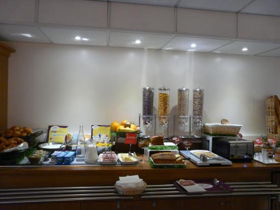 Ibis Cannes Plage La Bocca: Buffet petit déjeuner