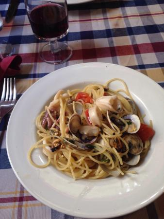Ristorante Due Archi : Spaghetti alle Vongole, Cozze... Amazingly al dente and delicious !