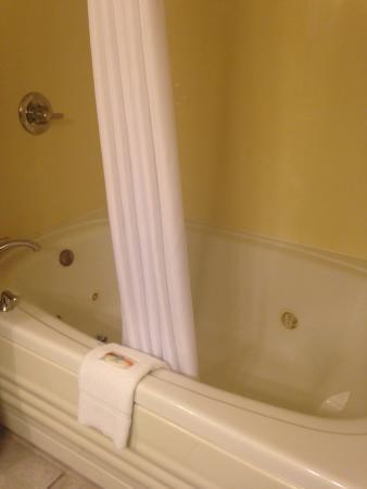 Quality Inn : King Suite w/jacuzzi tub.
