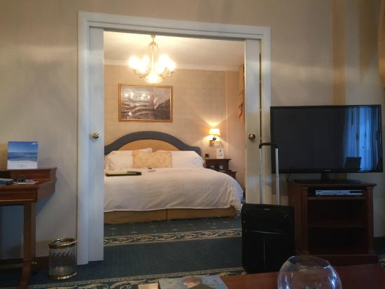 Porta scorrevole che separa la camera dal soggiorno - Foto di Grand ...