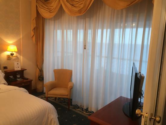 Porta scorrevole che separa la camera dal soggiorno   foto di ...