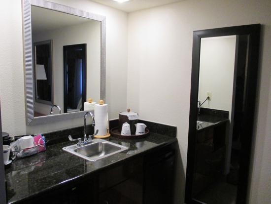 Hampton Inn & Suites Cape Coral/Fort Myers Area: Kitchenette