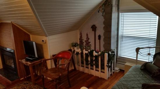 McGinnis Cottage Bed & Breakfast: Bedroom area