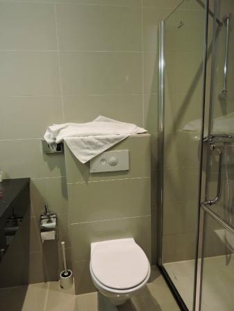 Hotel Van Gogh: Banheiro