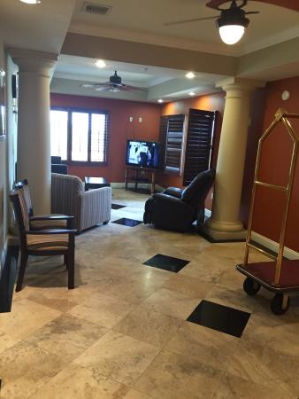 La Quinta Inn & Suites Fort Walton Beach: Apartment was very large and clean. Better than expected. Laundry facilities in the room were ve