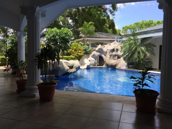 Alameda de Golf Cariari: Patio avec piscine où on peut prendre le pdj