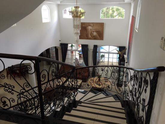 Alameda de Golf Cariari: Vue de la réception sur la salle à manger et le patio avec piscine