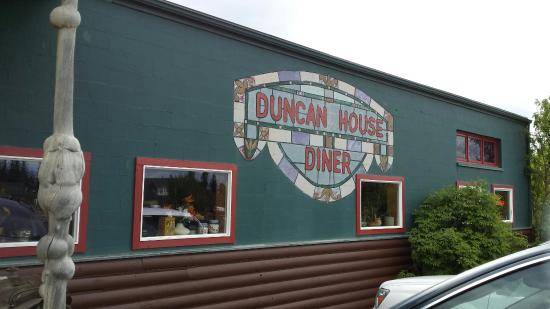 Duncan House Diner : Out front
